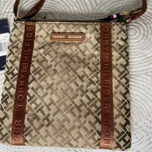 *NEW* Tommy Hilfiger crossbody monogram bag